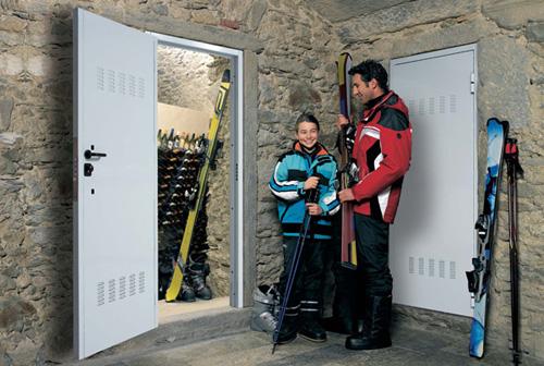 Porte de protection pour dépôts, caves ...