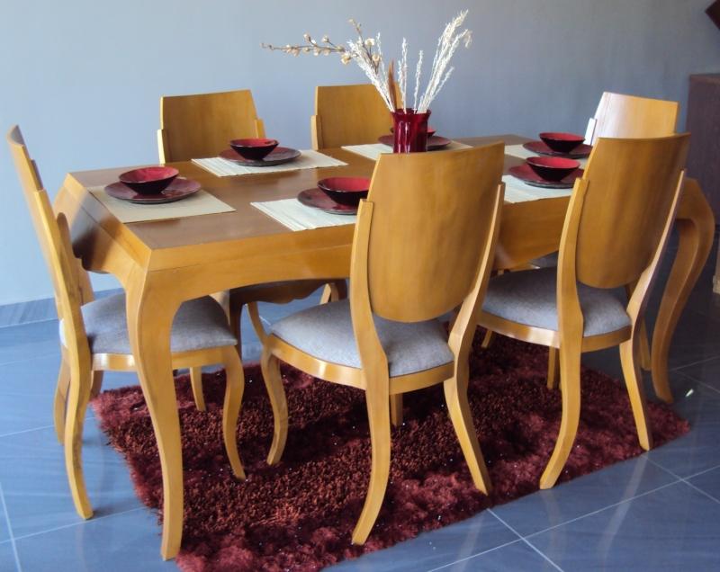 table et 6 chaises..modèle classique...CLASS...vous avez le choix de couleurs et de tapisserie