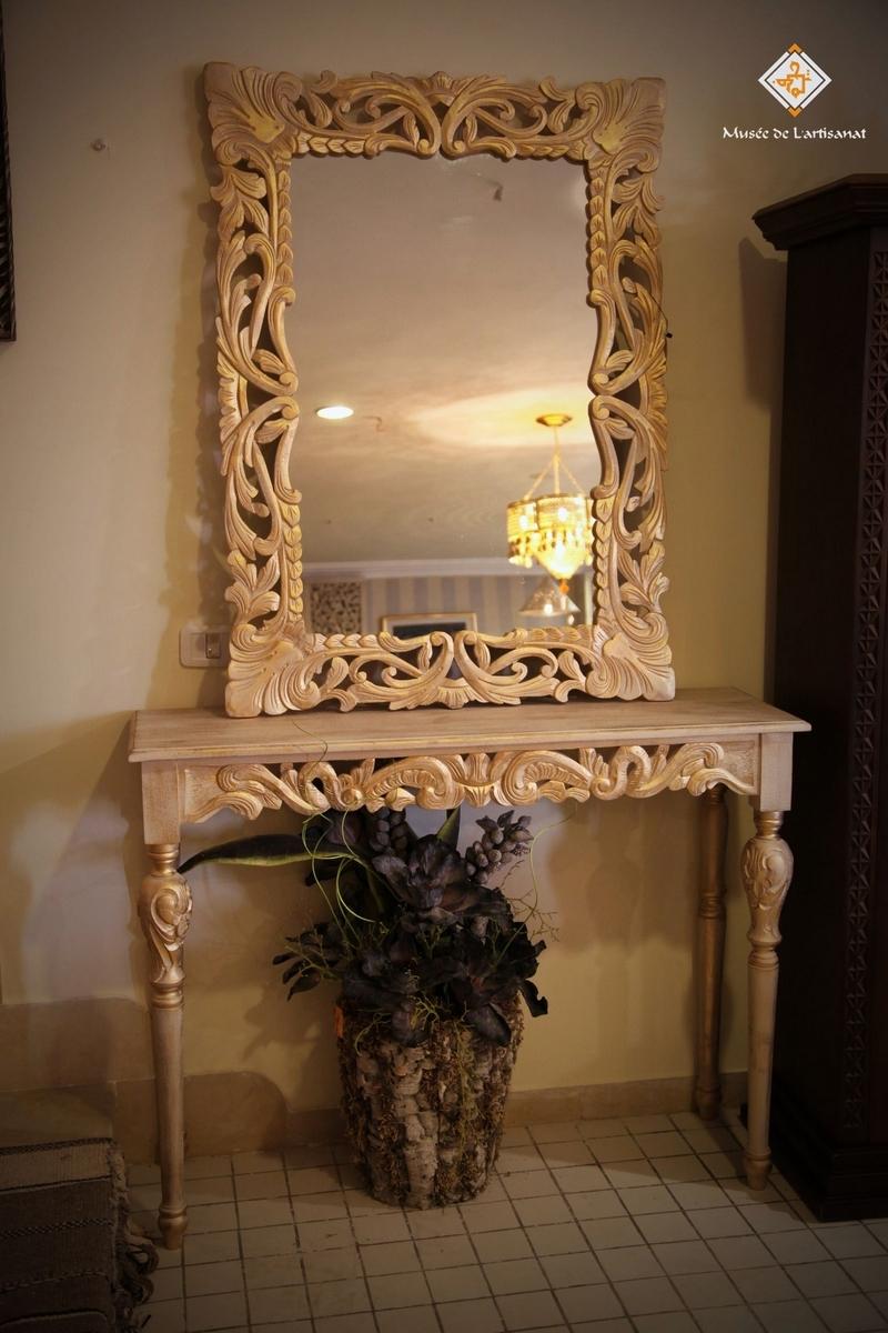 console antique. Black Bedroom Furniture Sets. Home Design Ideas