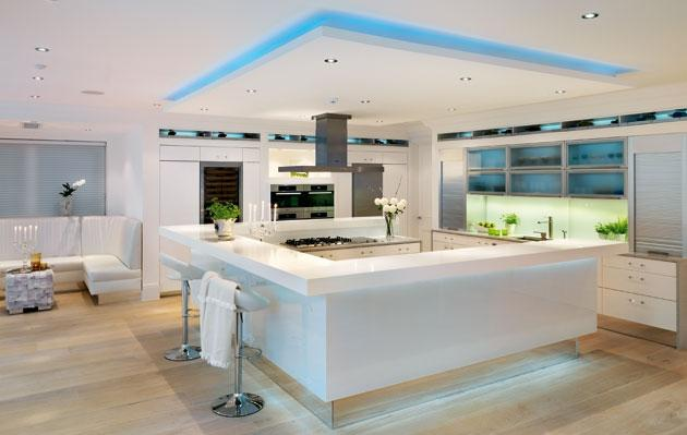 offre des couleurs vives pour une ambiance de cuisine très moderne