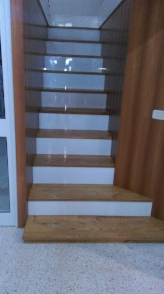 HABILLAGE ESCALIER EN MDF HIGH GLOSS BLANC ET PLAQUET FRENE