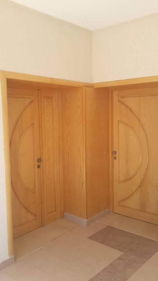Porte d entr e en bois massif tunisie for Agencement cuisine tunisie