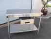 table de travail avec un tiroir